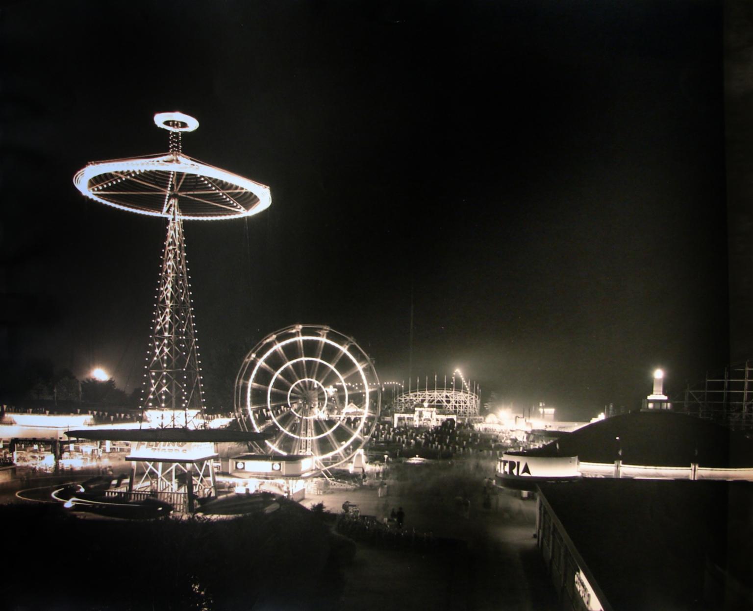 Coney Island Mall, Cincinnati.  Briol, Paul, 1889-1969